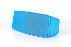 蓝色在白色背景的扩音器蓝色牙 免版税图库摄影