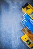 蓝色在金属su滚动了图纸水平黄色木米 免版税库存照片