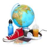 蓝色地球、运动鞋、热水瓶和耳机在白色背景 免版税库存图片
