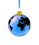 蓝色地球冷杉木玩具在一个空白背景 库存照片