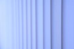 蓝色垂直窗帘 免版税库存图片