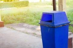 蓝色垃圾 库存照片