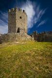 蓝色城堡覆盖深中世纪天空 库存照片