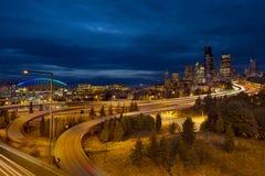 蓝色城市时数西雅图地平线 免版税图库摄影