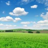 蓝色域天空 免版税库存照片