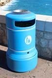 蓝色塑料容器 免版税库存图片