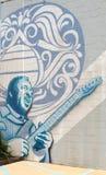 蓝色墙壁上在圣徒蓝色吉他商店,孟菲斯田纳西的大厦 库存图片