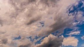 蓝色多云天空背景 免版税库存图片