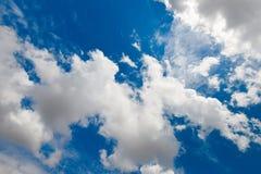 蓝色多云天空,超离频的决议图片 免版税图库摄影