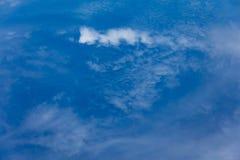 蓝色多云天空 库存照片