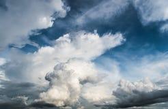 蓝色多云天空 免版税图库摄影
