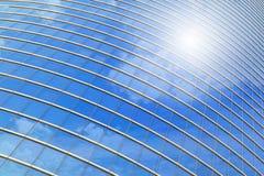 蓝色大厦企业云彩反映天空 库存照片