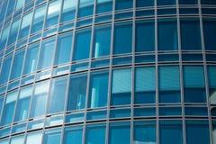 蓝色大厦办公室视窗 免版税库存照片