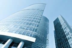 蓝色大厦现代办公室 免版税库存图片