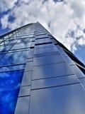 蓝色大厦玻璃华沙 免版税库存照片