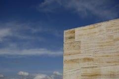 蓝色大理石在天空对面 免版税库存照片