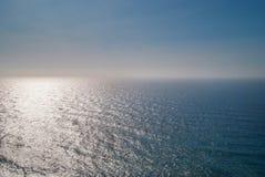 蓝色大西洋明白天空晴天 免版税库存照片