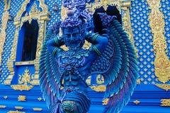 蓝色天使卫兵雕象在Wat荣Suea十蓝色寺庙在泰国 库存照片