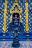 蓝色天使卫兵雕象在Wat荣Suea十蓝色寺庙在泰国 图库摄影