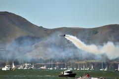 蓝色天使喷射aiirplanes在码头39,旧金山,加州 库存照片