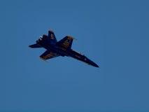 蓝色天使喷气机飞行上述 库存照片