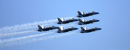 蓝色天使飞行表演 免版税图库摄影