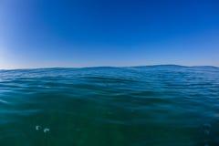 蓝色天际海洋水照片 图库摄影
