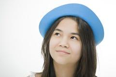 蓝色女孩帽子青少年的认为的年轻人 免版税库存图片