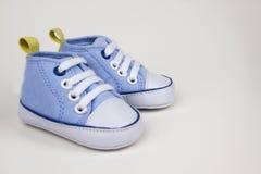 蓝色婴儿运动鞋图象 库存照片
