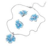 蓝色宝石垂饰和耳环 免版税库存图片