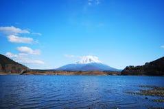 蓝色富士挂接天空 库存图片