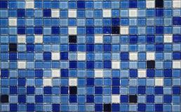蓝色小五颜六色的瓦片 免版税库存图片