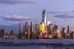 蓝色小时在曼哈顿下城从霍博肯观看了 免版税图库摄影