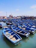 蓝色小船在Essaouira,摩洛哥 库存照片