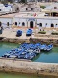 蓝色小船在Essaouira,摩洛哥 库存图片