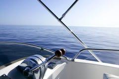 蓝色小船地中海乘快艇 库存照片