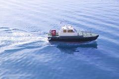 蓝色小船地中海飞行员海运 免版税库存照片