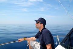 蓝色小船安静人海洋航行水手水 免版税库存图片