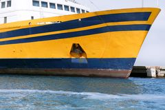 蓝色小船弓五颜六色的颜色黄色 库存照片