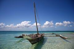 蓝色小船海洋航行水 图库摄影