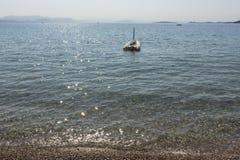 蓝色小船海运 夏天热带颜色 免版税库存照片
