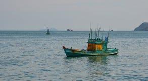 蓝色小船海运 免版税库存图片