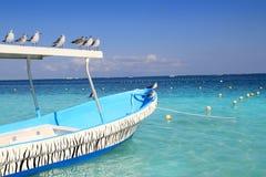 蓝色小船海鸥加勒比绿松石海运 免版税库存照片