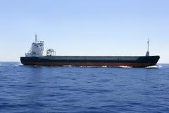 蓝色小船羰海运天空 免版税库存照片