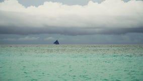 蓝色小船航行海运 博拉凯海岛菲律宾 免版税库存照片