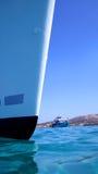 蓝色小船船首海运 免版税库存图片