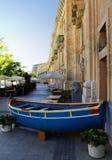 蓝色小船马耳他 库存照片