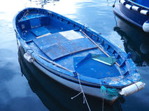 蓝色小船,波佐利港口 图库摄影
