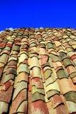 蓝色屋顶天空夏天赤土陶器 免版税图库摄影