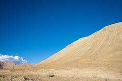 蓝色山天空 免版税图库摄影